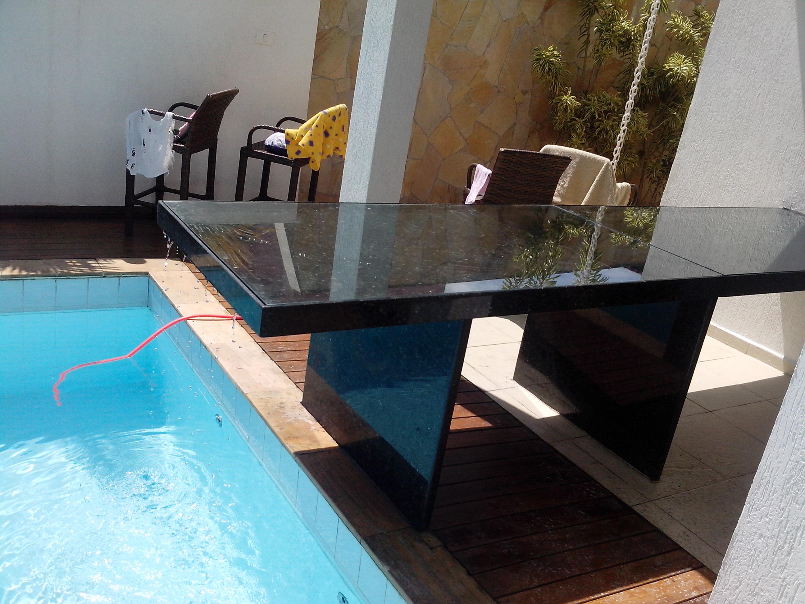 Mesa com tampo de vidro verde perola - Mesa de granito ...