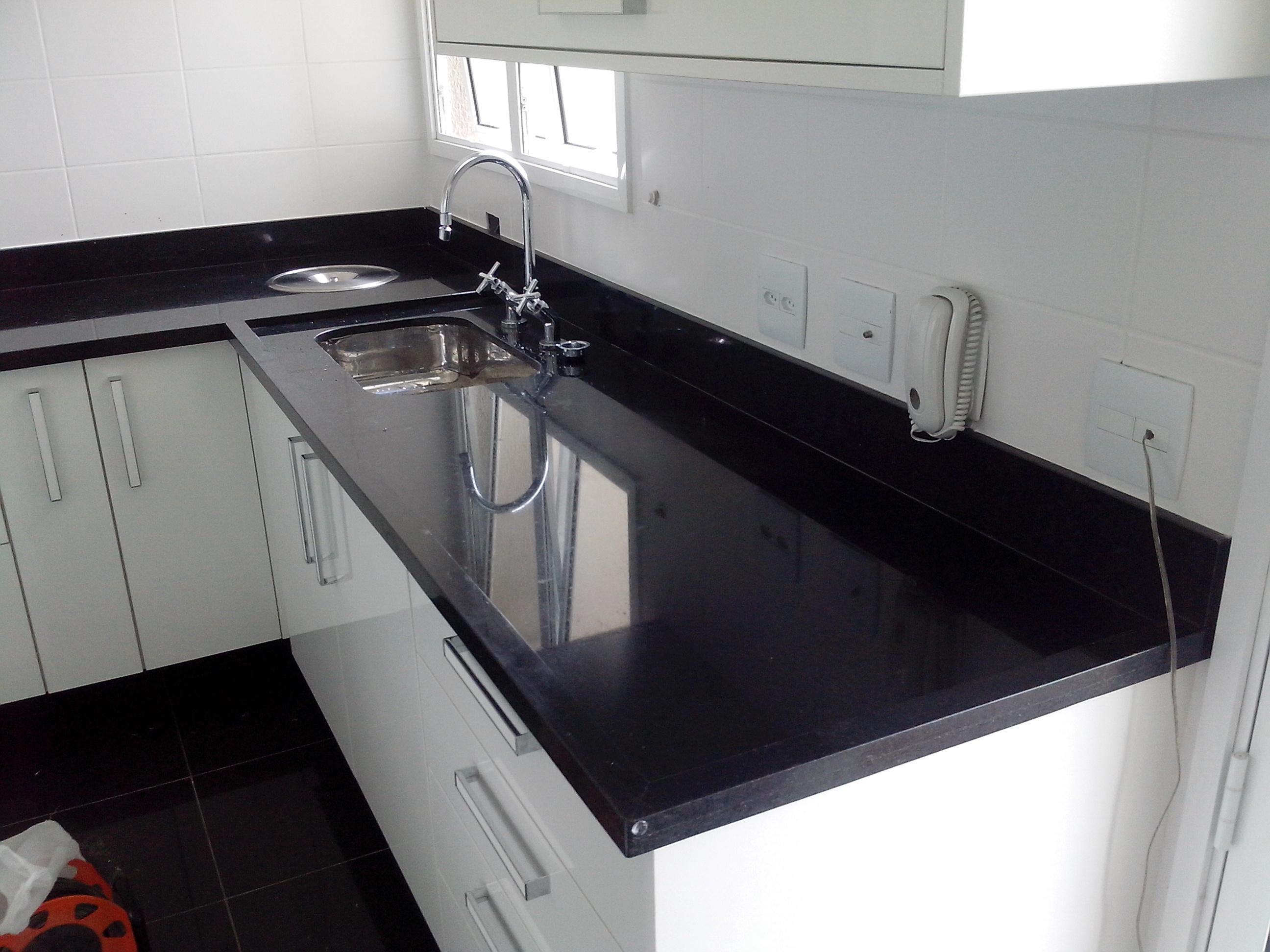 Pia de cozinha Marmoraria Mega Arte #6A2A21 2592x1944 Banheiro Com Granito Preto Indiano